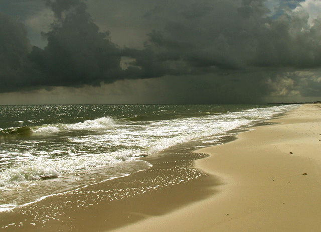 "photo ""Storm Warning"" tags: landscape, clouds, water"