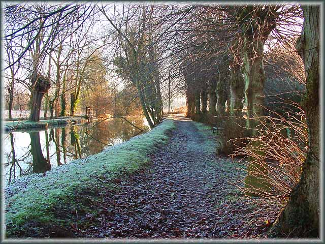 "photo ""10am New Years Day 2002, Burford, England"" tags: landscape, water, winter"