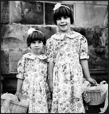 "photo ""Sisters"" tags: portrait, children"