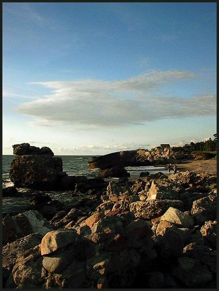 "фото ""Artefacts in sea..."" метки: пейзаж, вода, закат"