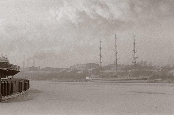 """photo """"Frozen Sailship"""" tags: architecture, landscape, winter"""