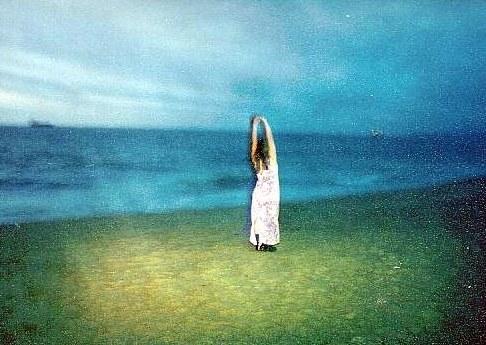 "фото ""Ghost in the beach"" метки: портрет, пейзаж, вода, женщина"