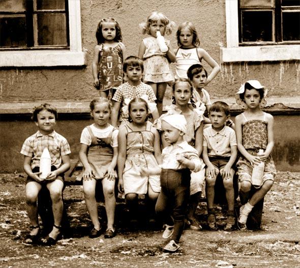 "photo ""Heap of children"" tags: genre, misc.,"