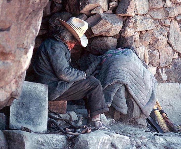 """фото """"Asleep Sitting Down"""" метки: путешествия, портрет, Северная Америка, мужчина"""
