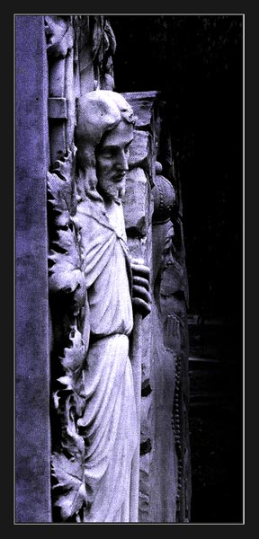 "фото ""One watch the other waits in pray."" метки: разное, архитектура, пейзаж,"