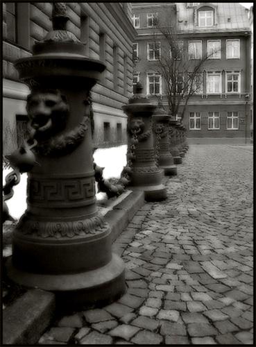 "фото ""Iron Guards: Eternal Repetition"" метки: архитектура, путешествия, пейзаж, Европа"