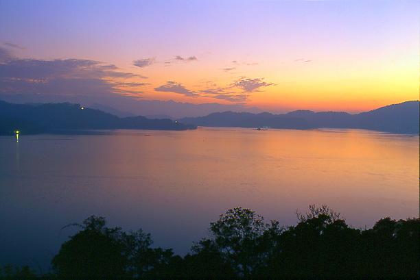 "photo ""Sun Moon Lake (III)"" tags: landscape, sunset"