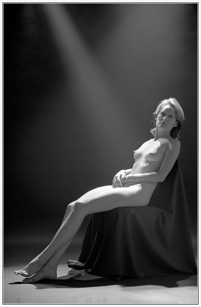 "photo ""Under spotlights"" tags: nude,"