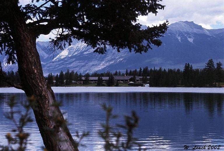 "фото ""Lake Louise Lodge"" метки: пейзаж, вода, лето"