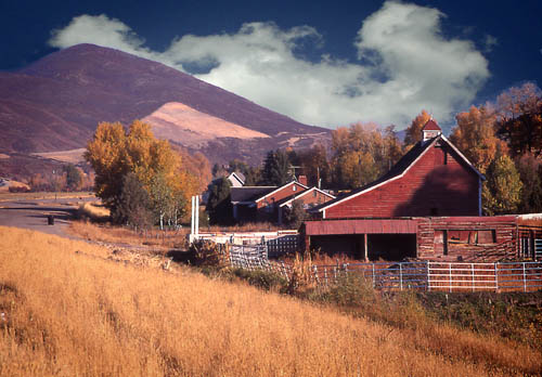 "photo ""Ranch house, Utah USA"" tags: landscape, mountains"