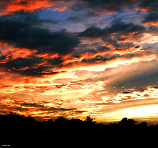 "photo ""Untitled photo"" tags: landscape, clouds, sunset"