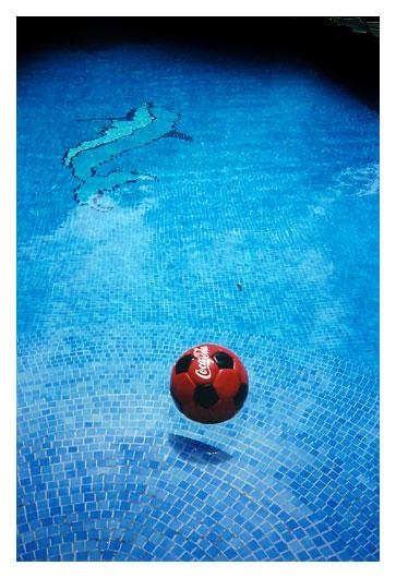 "photo ""blue pool"" tags: still life,"