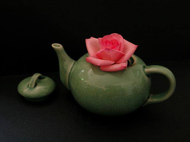 "фото ""Rose In A Teapot"" метки: натюрморт, природа, цветы"