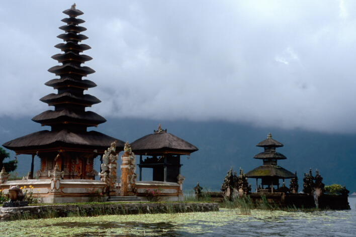 "photo ""Temple on lake"" tags: architecture, travel, landscape, Asia"