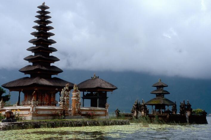 """фото """"Храм на озере"""" метки: архитектура, путешествия, пейзаж, Азия"""