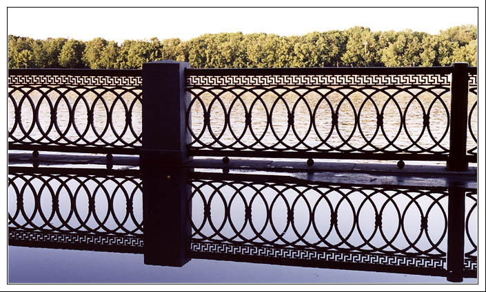 "photo ""Railing patterns"" tags: architecture, travel, landscape, Europe"