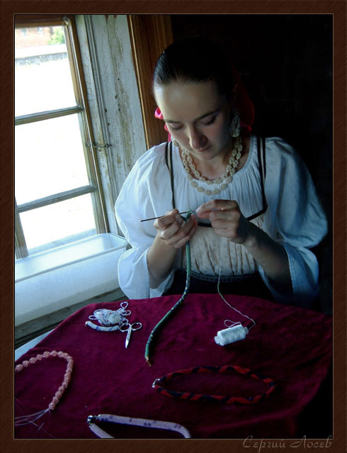 "photo ""The needlewoman"" tags: portrait, woman"