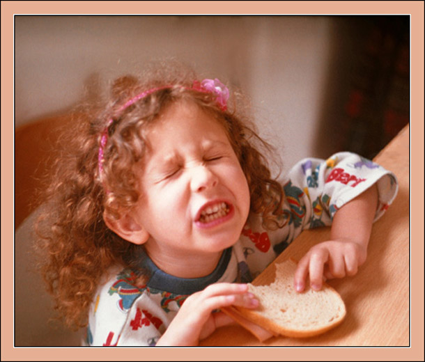 "photo ""I DO NOT WANT TO EAT!"" tags: portrait, genre, children"