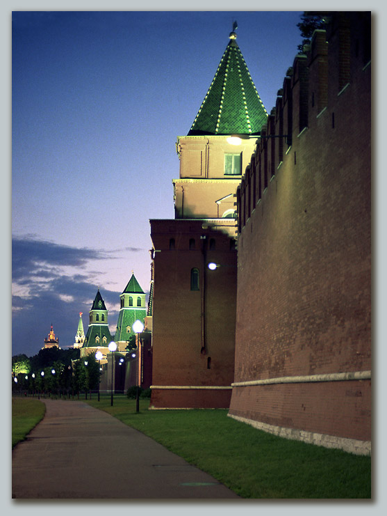 "photo ""Evening walk"" tags: architecture, landscape,"
