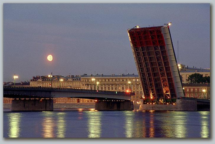 "фото """"Крокодил"" и Луна"" метки: архитектура, пейзаж, ночь"