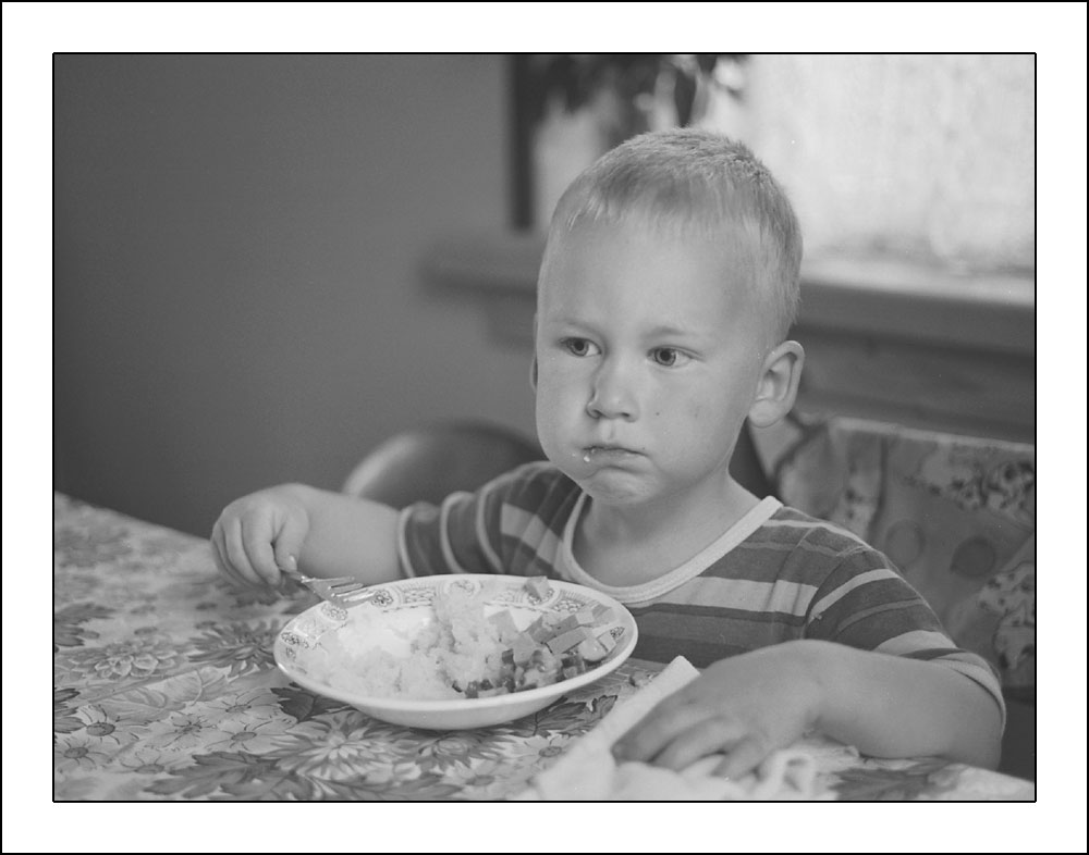 "photo ""at the table"" tags: portrait, misc., children"