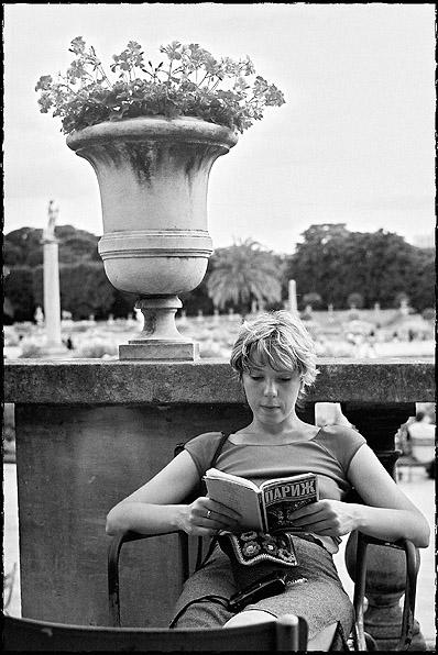 """photo """"Untitled photo"""" tags: genre, portrait, woman"""