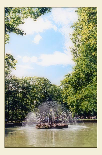 "photo ""fountain ""Sun"""" tags: architecture, travel, landscape, Europe"