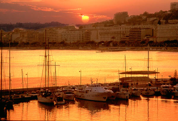 "photo ""Sunrise,Cannes France"" tags: landscape, sunset, water"