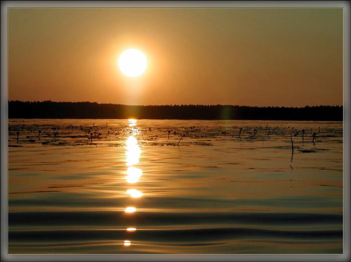 """фото """"Закат на озере."""" метки: пейзаж, вода, закат"""