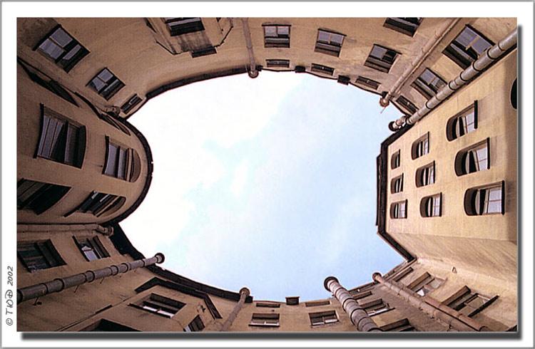 "фото ""Колодец на Рубинштейна. СПб"" метки: архитектура, пейзаж,"