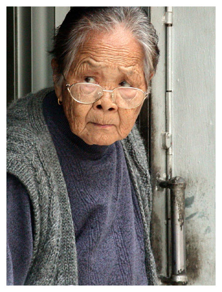 "photo ""Neighbourhood watcher"" tags: portrait, genre, woman"
