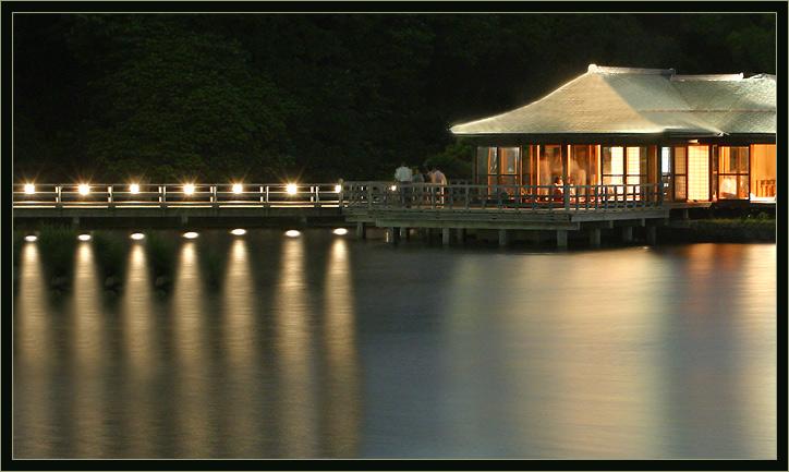 """фото """"Чайный домик, отражающийся в пруду старого императ"""" метки: путешествия, пейзаж, Азия, ночь"""