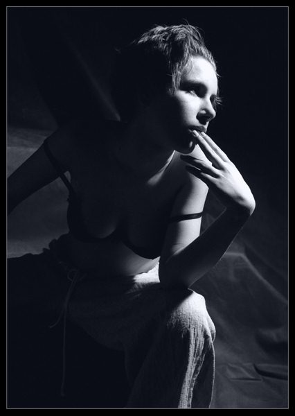 """фото """"Внимание в жестком свете."""" метки: портрет, женщина"""