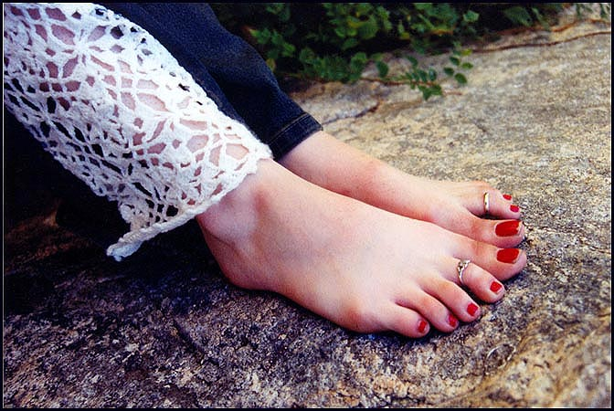 "фото ""Tasha`s Feet: Naturian pose"" метки: юмор, портрет, женщина"