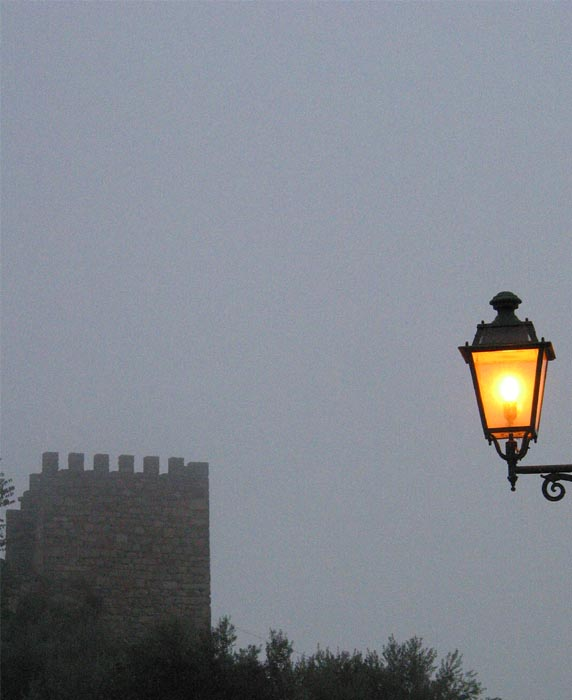 "фото ""Castle in fog night"" метки: пейзаж, ночь"
