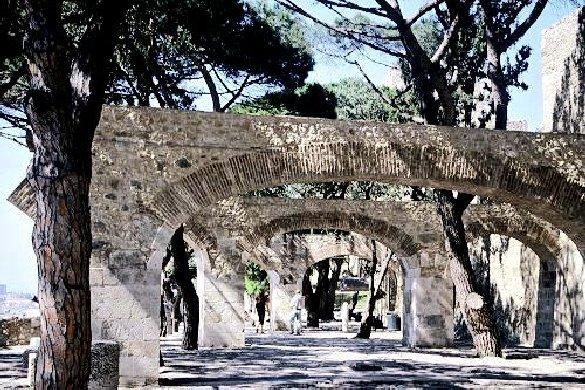 "фото ""Archs in passage of S. Jorge Castle (Lisbon)"" метки: пейзаж,"
