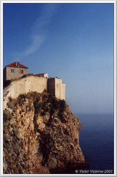 """фото """"Дом на скале"""" метки: архитектура, путешествия, пейзаж, Европа"""