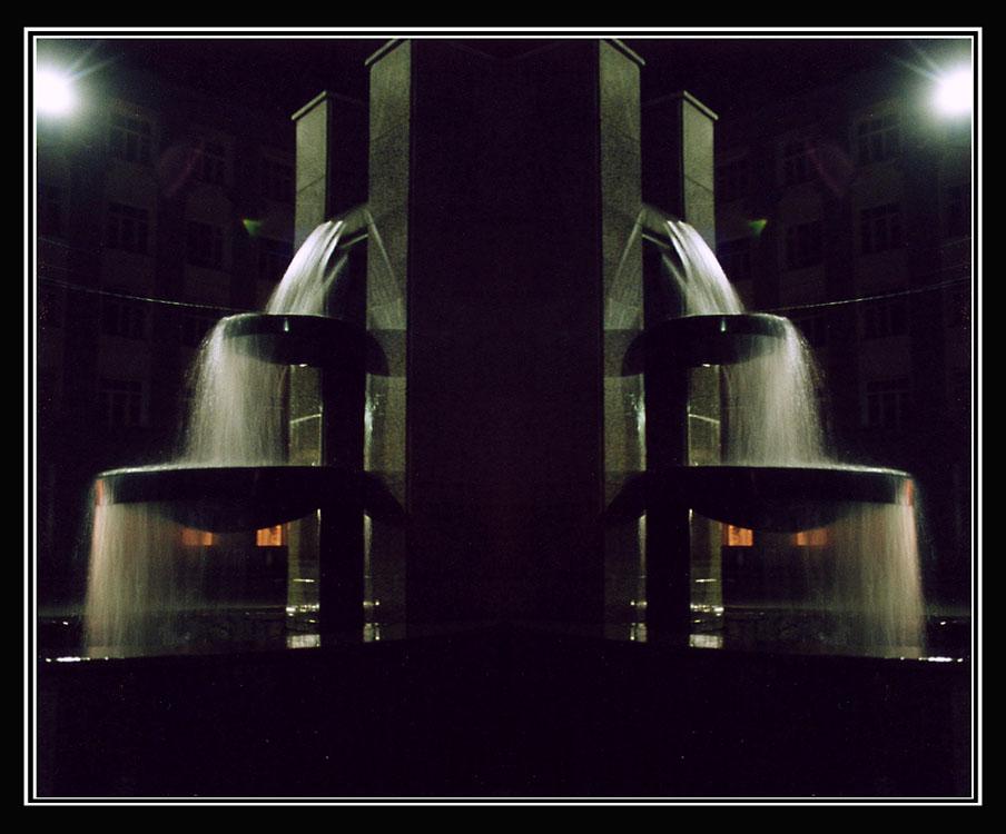 """фото """"Зеркальные миры 4. Улица, фонарь, фонтан..."""" метки: пейзаж, ночь"""