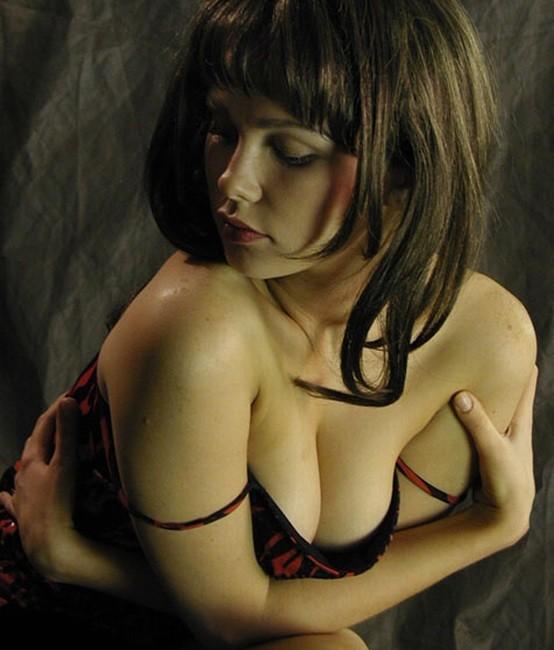 """photo """"Untitled photo"""" tags: portrait, genre, woman"""