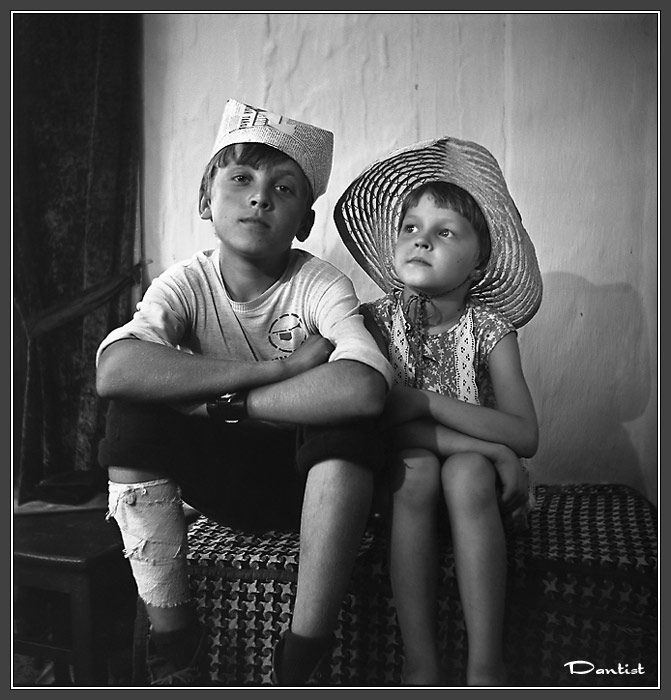 "photo ""Brother and sister"" tags: misc., portrait, children"