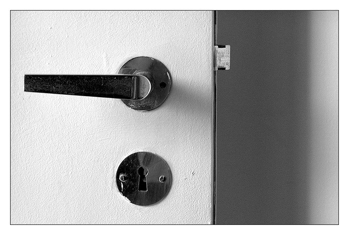 "photo ""white door"" tags: still life,"