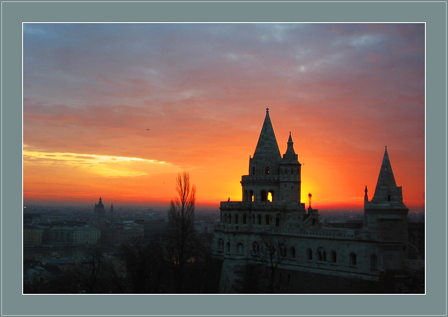 """фото """"Город плавится в восходе наступающего дня"""" метки: путешествия, пейзаж, Европа, закат"""