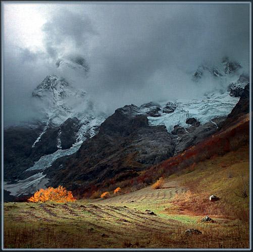 """фото """"""""Здравствуйте, хмурые дни..."""" Кавказская осень 2002"""" метки: пейзаж, горы, осень"""