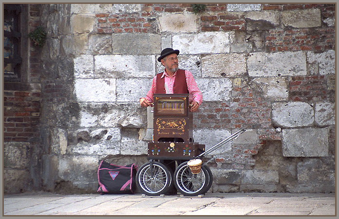 """фото """"The Musician - Honfleur - France"""" метки: путешествия, разное, Европа"""