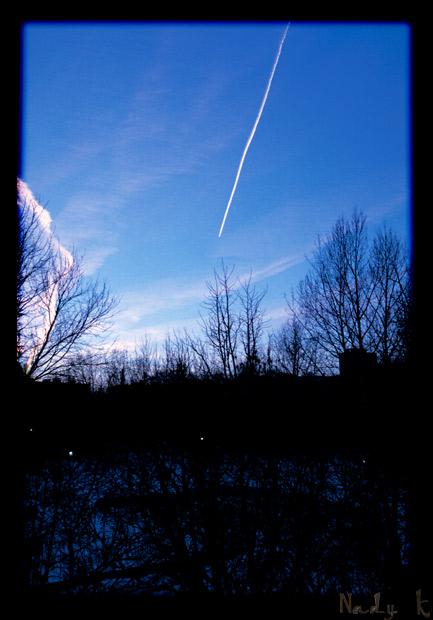 "фото ""Смеркалось.. Загорались фонари... Вдруг, самолет"" метки: пейзаж, архитектура, облака"