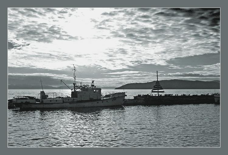 """фото """"Вечер у священного моря"""" метки: пейзаж, черно-белые, вода"""
