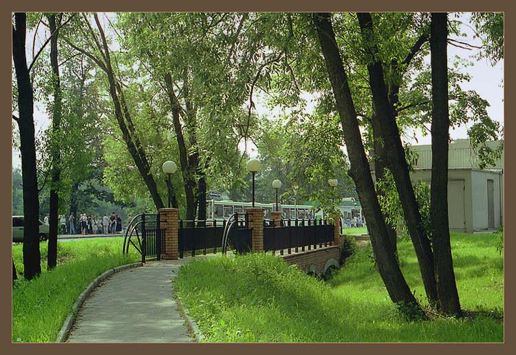 """фото """"Пейзаж с мостиком на фоне """"жизни"""" города"""" метки: архитектура, пейзаж,"""