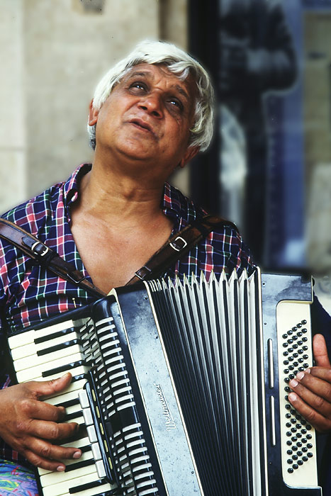 """фото """"Blind accordion player"""" метки: портрет, путешествия, Европа, мужчина"""