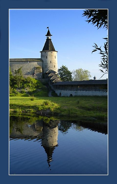 """фото """"Молчаливый страж покоя"""" метки: архитектура, пейзаж, вода"""