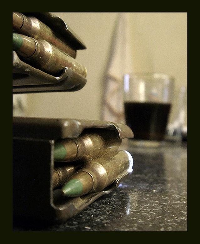 """фото """"Военный натюрморт. Недопитый кофе."""" метки: натюрморт,"""